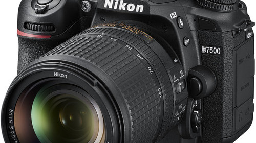 Nikon-D7500-with-18-140mm-Lens